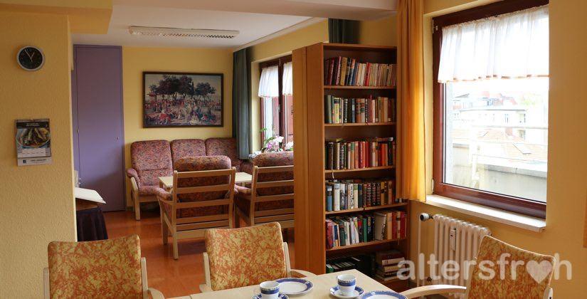 Bibliothek im Barbara von Renthe-Fink Haus in Berlin Charlottenburg-Wilmersdorf