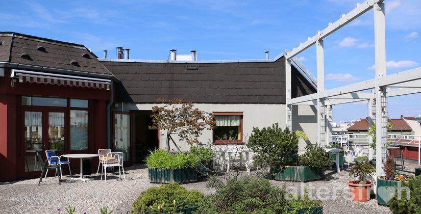 Blick auf die Dachterrasse des Barbara von Renthe-Fink Hauses in Berlin Charlottenburg-Wilmersdorf