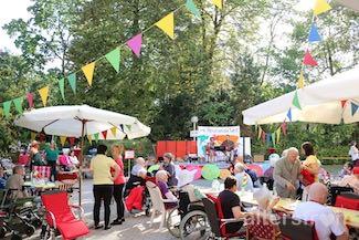Fest im Garten des Pflegewohnheims Schillerpark in Berlin Wedding