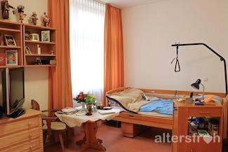 Individuelle Zimmereinrichtung im Diakonischen Pflegewohnheim Schillerpark