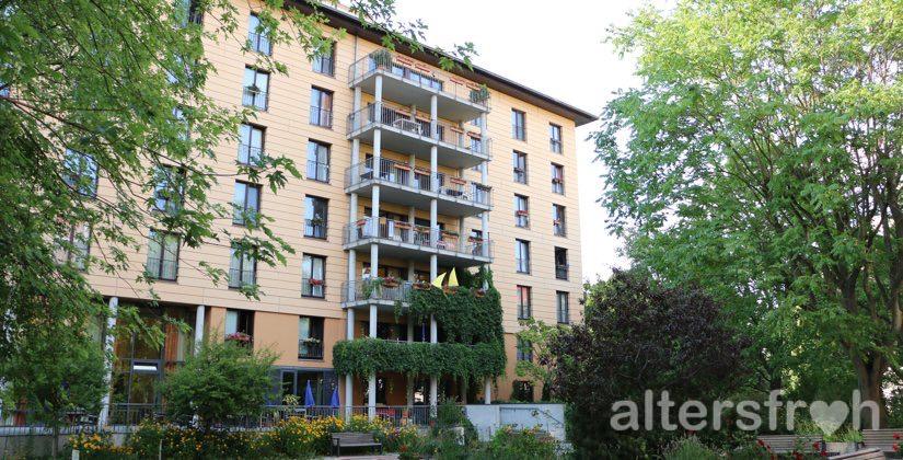 Blick auf das Haus 32a der Seniorenstiftung Prenzlauer Berg in Berlin