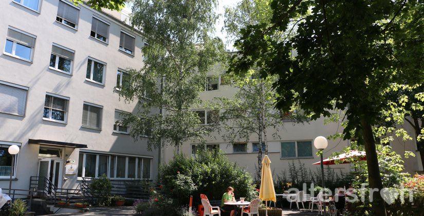 Gartenblick vom Brunnenhof Haus Steglitz in Berlin