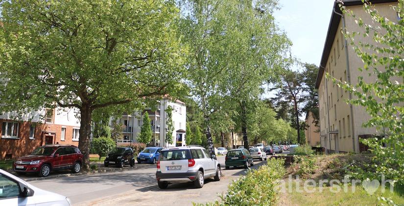 Anwohnerstraße vor dem Service Wohnen Babelsberg in Potsdam