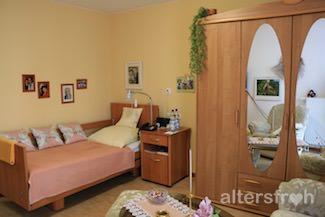 Individuell gestaltetes Zimmer im DSG Pflegewohnstift City-Quartier in Potsdam