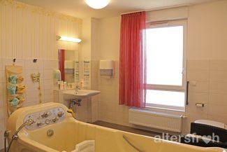 Pflegebad im DSG Pflegewohnstift Hönow bei Berlin