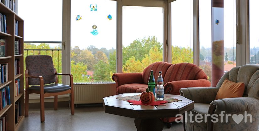 Lesezimmer im Vitanas Senioren Centrum Rosengarten in Berlin Lankwitz