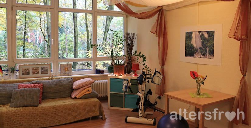 Gemeinschaftsraum mit Parkblick im Vitanas Senioren Centrum Rosengarten in Berlin Lankwitz