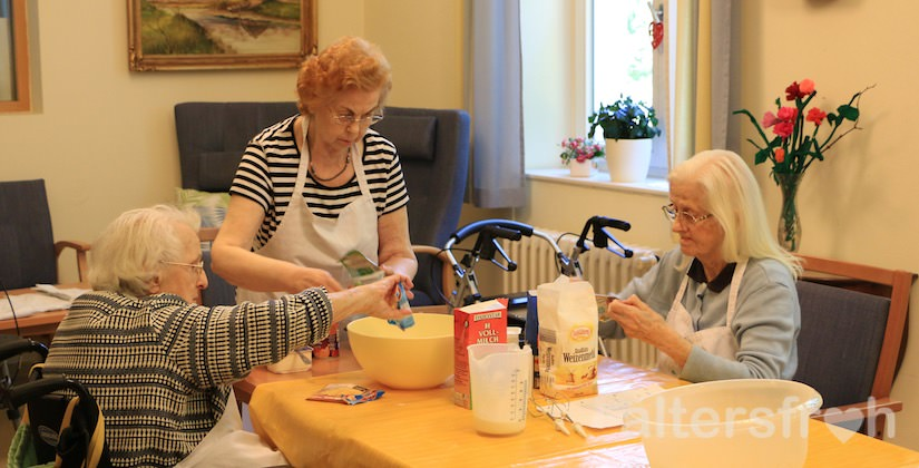 Backgruppe im Pflegewohnheim des Evangelischen Geriatriezentrums Berlin