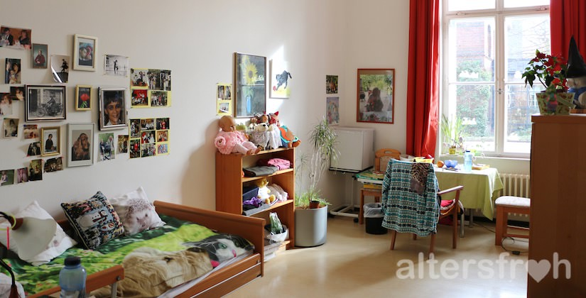 Einzelzimmer im Pflegewohnheim des Evangelischen Geriatriezentrums Berlin