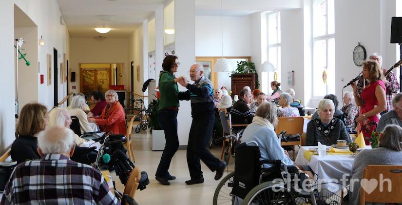 Frühlingsfest im Pflegewohnheim des Evangelischen Geriatriezentrums Berlin
