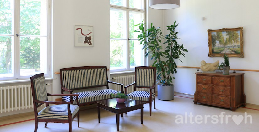 Sitzgruppe im Pflegewohnheim des Evangelischen Geriatriezentrums Berlin