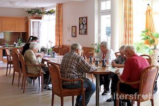 Malgruppe in der Tagespflege im Seniorenzentrum Haus am Park in Berlin Pankow