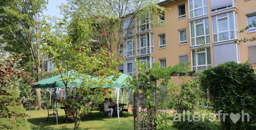 Garten hinter dem Vitanas Senioren Centrum Am Obersee in Berlin Hohenschönhausen