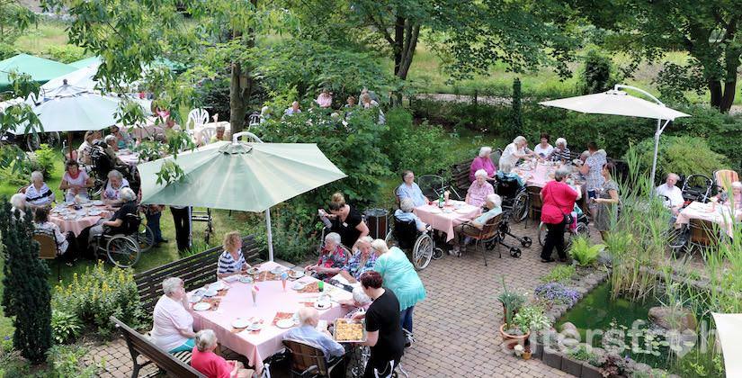Sommerfest im Garten im Vitanas Senioren Centrum Am Obersee in Berlin Hohenschönhausen